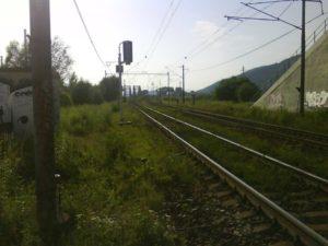 Koľaje vedúce na novú vlečku v Tepličke nad Váhom - vzadu železničný most. foto: autor